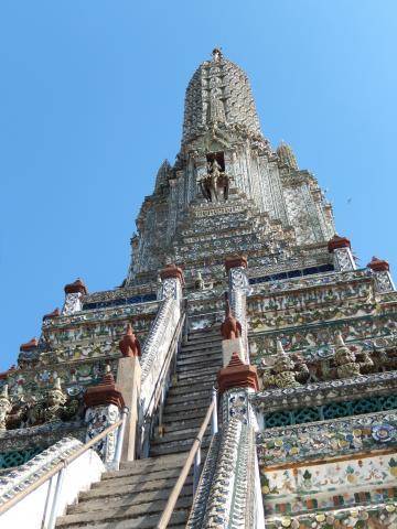 バンコク2013.5暁の寺大仏塔階段