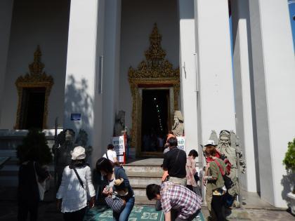 バンコク2013.5涅槃寺本堂入口