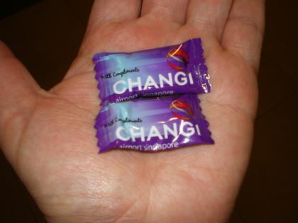 シンガポール2013.3入国審査場のキャンディー