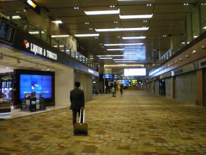 シンガポール2013.3チャンギ空港明け方の空港店舗