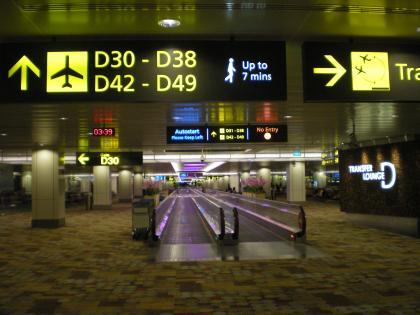 シンガポール2013.3チャンギ空港搭乗口への通路