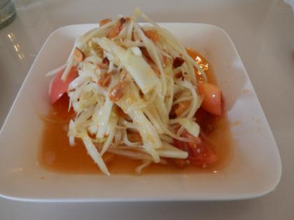 バンコク2013.5イーサン料理パパイアサラダ