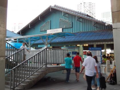 バンコク2013.5チャオプラヤエキスプレスサートーン桟橋2