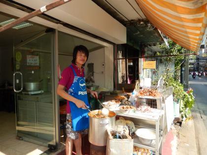 バンコク2013.5カレー麺店頭