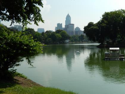 バンコク2013.5rンピニ公園の池