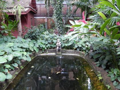 バンコク2013.5ジムトンプソン家池と使用人の家