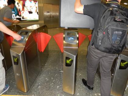 バンコク2013.5地下鉄改札