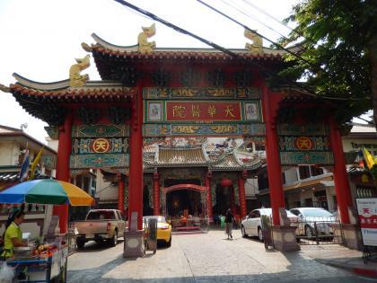 バンコク2013.5中華街入口の廟