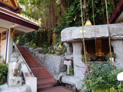 バンコク2013.5黄金の丘寺院麓の入口