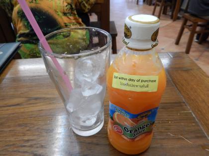 バンコク2013.5バッタイ店のオレンジジュース