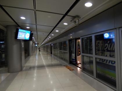 バンコク2013.5空港急行空港駅ホーム