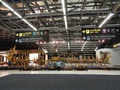バンコク2013.5空港内オニ像1