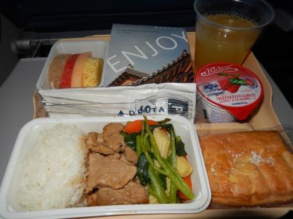 バンコク2013.5デルタ航空成田行き機内食1