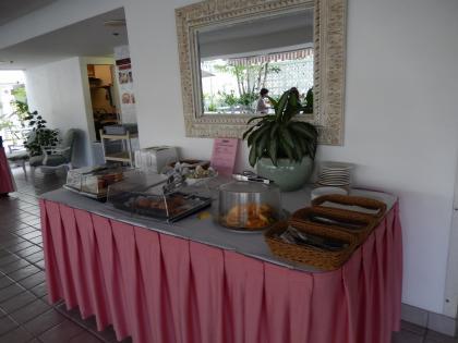 ハワイ2013.7ジョイホテル朝食ブッフェ台2