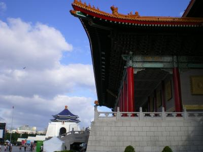 修正紀念堂と国家戯劇院