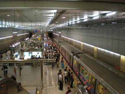 台湾2012.8地下鉄駅構内