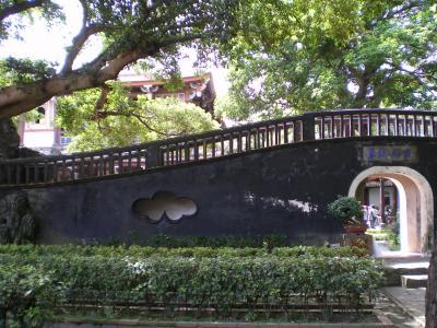 台湾2012.8林家庭園楼紅臥月と来青閣
