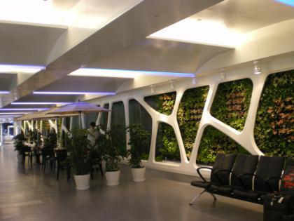 香港2012.12台北乗継第1ターミナルへの通路