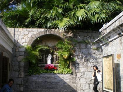 香港2012.12マカオモンテ砦入口マリア像