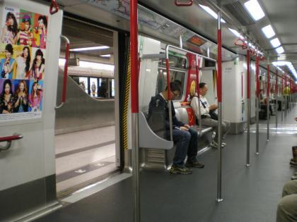 香港2012.12地下鉄車内