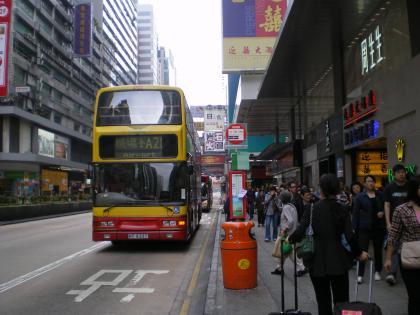 香港2012.12空港バス停留所とバス