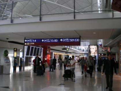 香港2012.12香港空港出発ゲートへ1