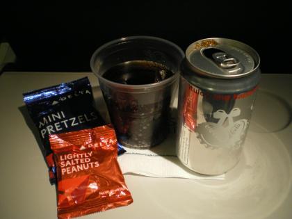 シンガポール2013.1デルタ飲物サービス