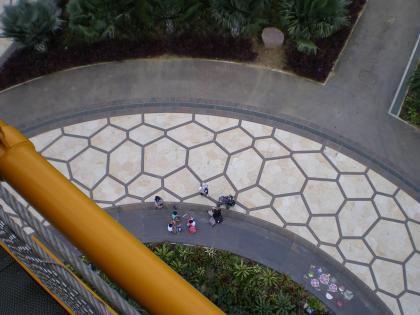 シンガポール2013.1スカイウォークから下を見る