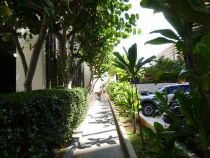 ハワイ2013.7ワイキキビーチへの通路