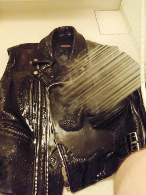 革ジャン洗濯 洗い 前