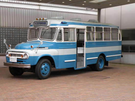 トヨタボンネットバス1