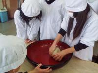 H230131蕎麦を捏ねる