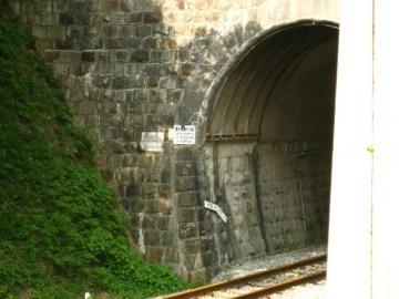 旧トンネル遠景