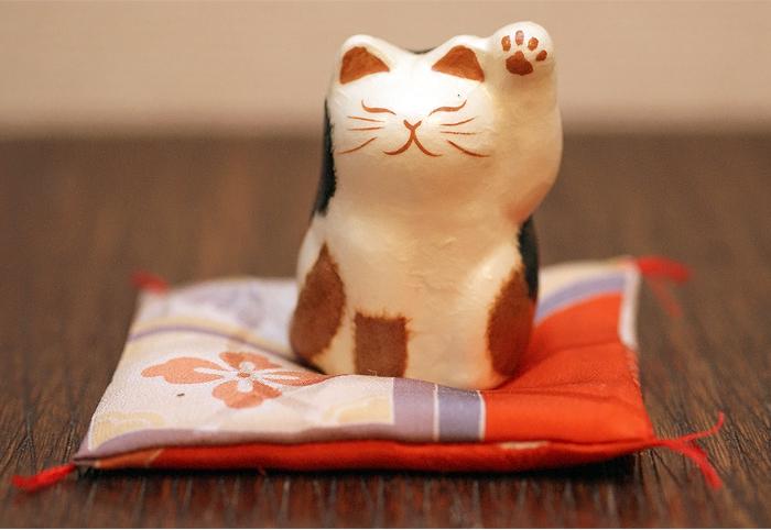 うちの招き猫と、真似気猫