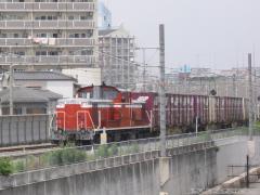 おおさか東線をのんびり(?)と行くDD51+コンテナ貨車