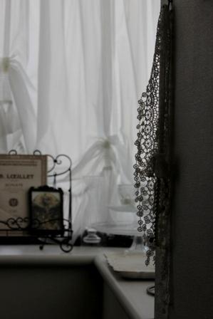 出窓とカーテン