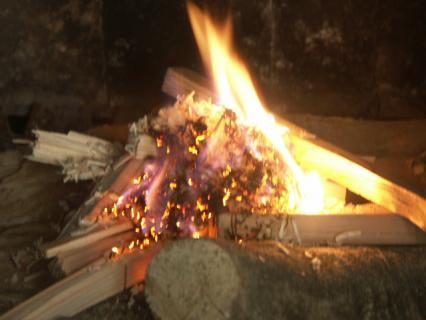 焚付材と鉋屑着火