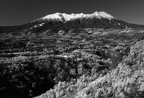 B&W 御岳冠雪