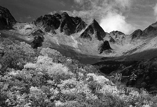 B&W 紅葉と涸沢岳