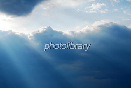 746011 雲間の陽光