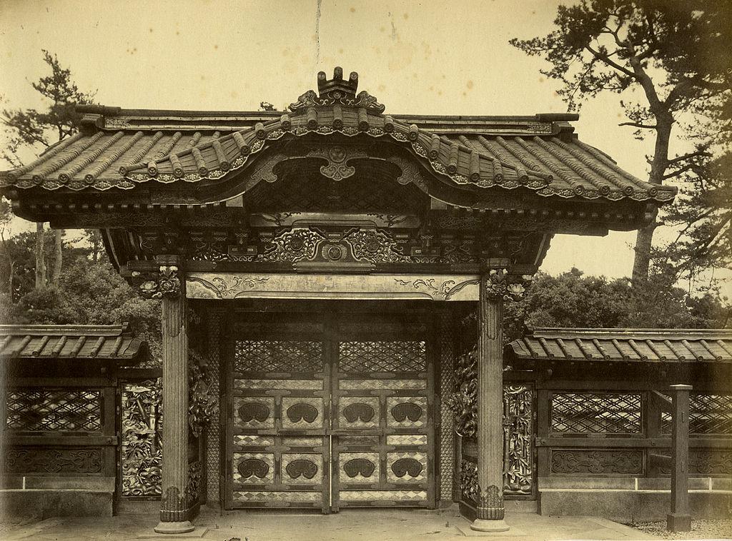 文昭院霊廟勅額門(フェリーチェ・ベアト撮影)