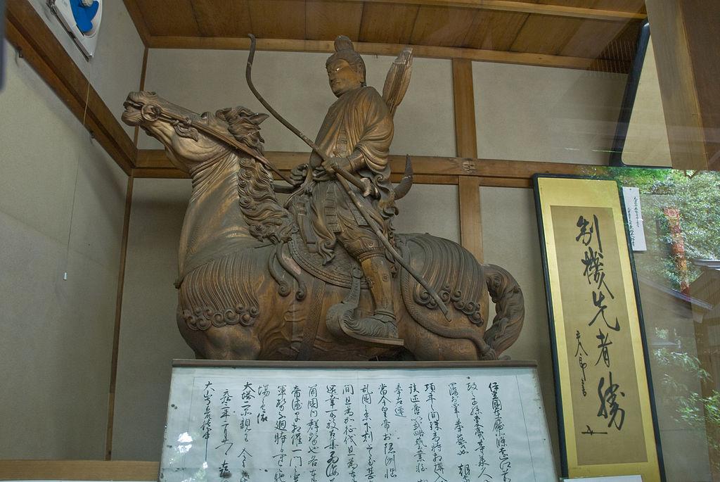 1024px-Kamakura-gu_Treasure.jpg