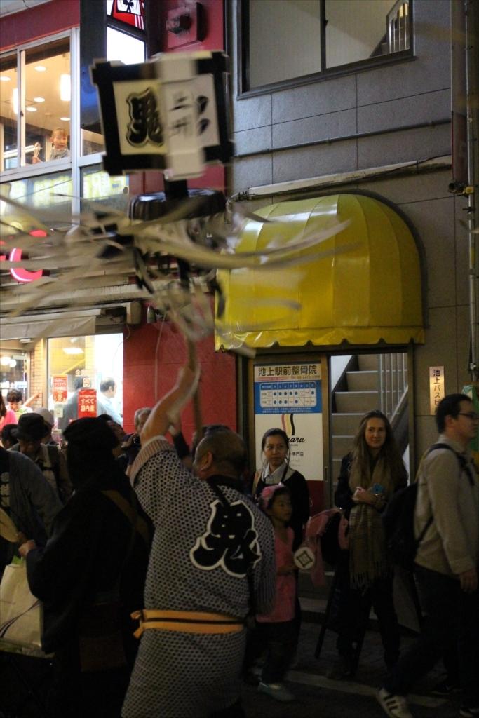 駅前商店街での様子…EOS M2 + EM18-55を使用_6