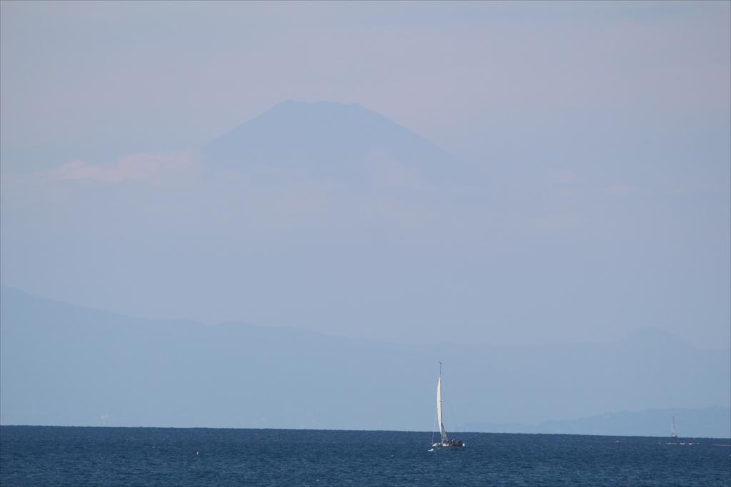 いよいよ富士山は霞んで見えにくく_2