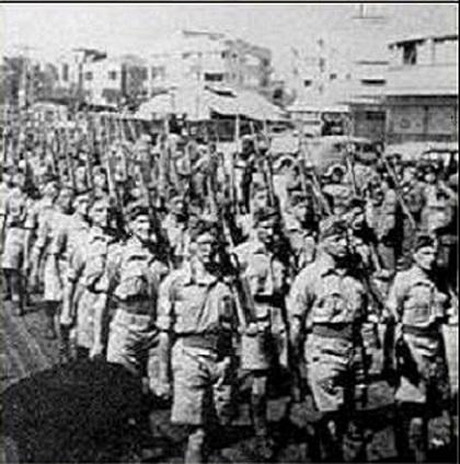 Haganah_troops_on_paradev.jpg