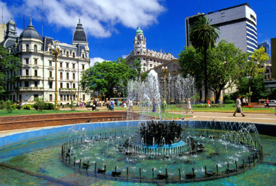 Argentina-Buenos-Aires-Plaza-de-Mayo1-1.jpg