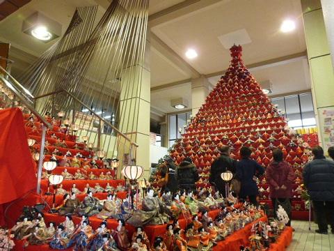 鴻巣市役所 ピラミッド雛壇