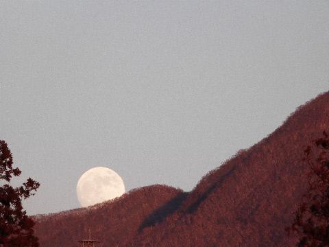 十四夜の月 赤城山20121227