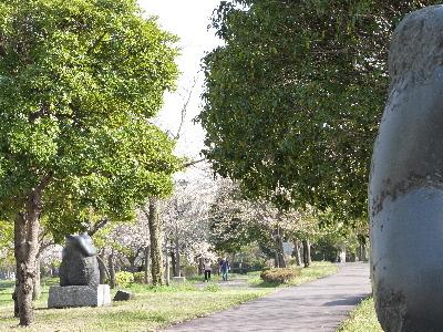 緑道景色 彫刻2体