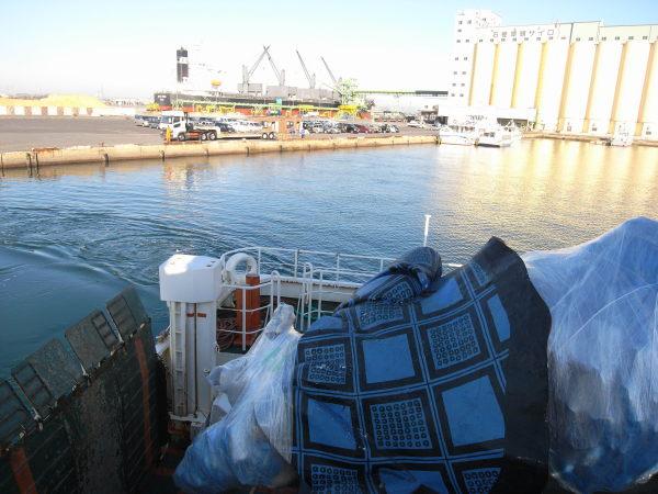 船上から石巻港を望む